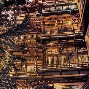 木造四階建の旅館