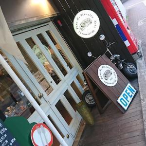 Pane Ho Maretta (パネ ホ マレッタ)<神戸・元町>の そら豆とソーセージのホットドッグ