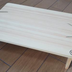 A4サイズの軽量でぐらつかないコンパクトテーブル