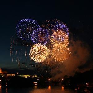 8月の我が家の楽しみ。打ち上げ花火とデッキで花火。夫婦の良い時間。