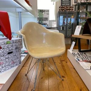 HermanMiller社製EAMES ARM SHELL CHAIR PARCHMENT+EIFFEL BASE 1st.入荷