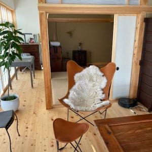 和洋折衷の素敵な邸宅へ三度目のお届けはBKF CHAIR。