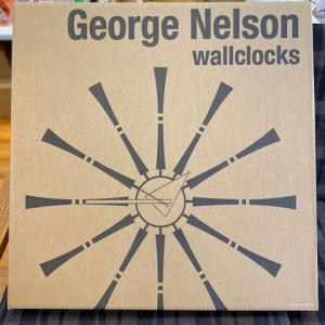 BUBBLE LAMPが設置されたN様邸の素敵な空間に加わるNELSON Spindle Clockが到着しました!