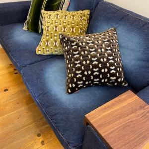 SWITCHのお好きなソファの張り地でクッションができます。