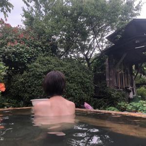お花畑の混浴露天風呂 【半出来温泉登喜和荘】