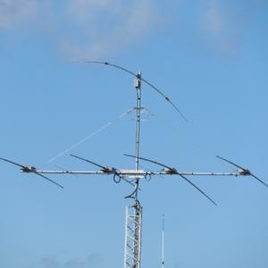 RIGの周波数にオートでアンテナの周波数が合うようになりました