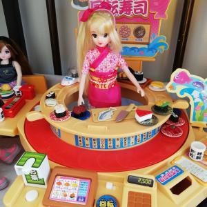 回転寿司のおもちゃの評判は?リカちゃんも2歳の子供も大満足・・・!?
