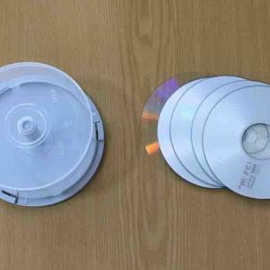 過去の遺物CD-ROMの断捨離で、データや書類もシンプルに。(3850個まで捨てた結果:いらないもの4000個捨てるチャレンジ)。