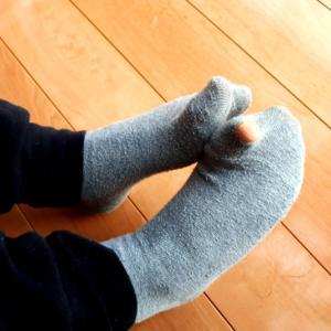 靴下の捨て時はいつ? 擦り切れて穴があくまで履くのが本望。