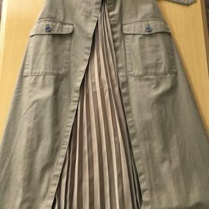 プリーツスカートなど、ボトムス3枚買い足して81着に。(2020年2月)