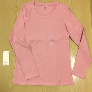 ユニクロのコットン フライス Tシャツがおすすめ。綿素材インナーの定番。