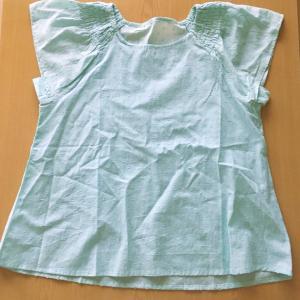 インド綿のブラウスは夏に涼しくておすすめ:色やコーデもご紹介(ミニマリストの持ち服4)
