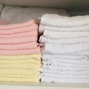 タオルの色分け:用途によって変えた工夫でシンプルライフに。
