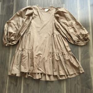 パーソナルカラースプリングの服の色とデザイン(服選びの方法)。