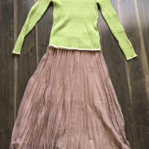 ピンクの服を引き立てる、グリーンとのコーデ(服選びの方法)。