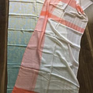 スカーフの色柄選びに迷った時の対処法(ショッピング同行のエピソード)。