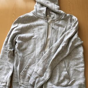 似合わない色「グレー」の服10着の断捨離を実践。ゴミとして捨てたもの。
