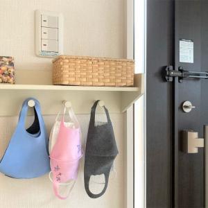 我が家のマスク置き場、玄関のキーフックに掛けています