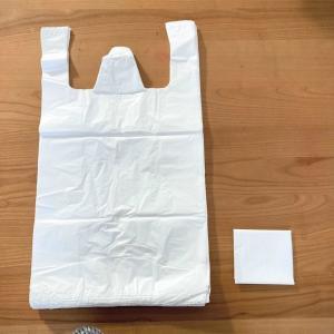 ゴミ袋は四角く折りで収納しています。