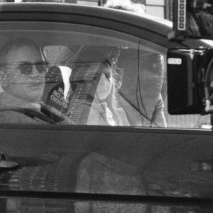 Knives Out BTS Photo : ライアン・ジョンソン監督の堅実なヒットになりそうなミステリ映画「ナイブズ・アウト」の名探偵ブノワ・ブランとヒロインのマルタが登場したメイキング・フォト ! !