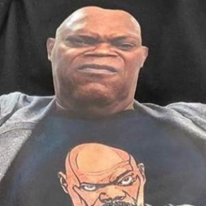 Samuel L. Jackson in his own Inception : サミュエル・L・ジャクソンのTシャツを着てるサミュエル・L・ジャクソンのTシャツを着てるサミュエル・L・ジャクソン ! !