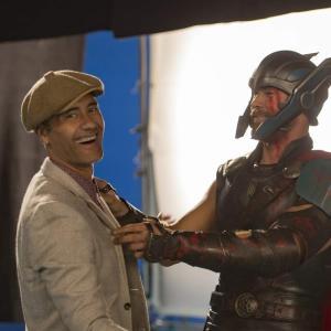 Taika Waititi another cameo in Thor Ragnarok : あッ、こんなところにタイカ・ワイティティ監督 ! !、雷神シリーズの第3弾「ソー : ラグナロク」での見落とされがちの意外なカメオ出演を指摘した写真 ! !