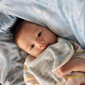 保湿剤は乳児のアトピー性皮膚炎の治療に重要な薬剤ですか?