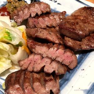 横浜 「肉匠の牛たん たん之助」の特上厚切り牛たん定食と黒毛和牛サーロイン定食