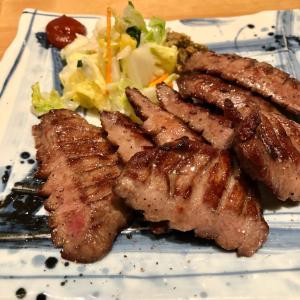 「肉匠牛たん たん之助」の特上厚切り牛たん定食と牛カルビ焼き定食