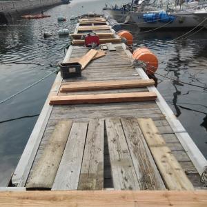 桟橋の修理