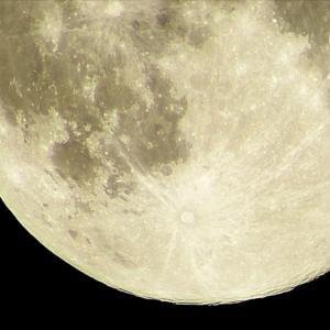 月までの距離