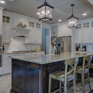 キッチン照明を交換しおしゃれにしたい!ベストな照明の種類や選び方は?