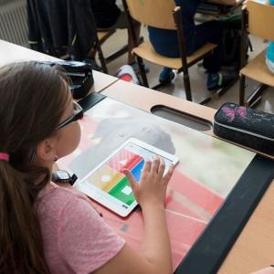 小学校のプログラミング教育必修化。問題点と家庭でできる対策とは?