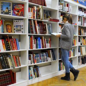 ローカルの図書館での図書カードの作り方と本の借り方