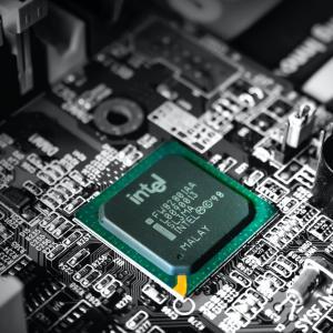 インテルの株価が急落!半導体生産遅れ・業績悪化で今後の見通しは?