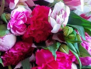 娘からの母の日の花束と実家の母からの荷物が届きました!!
