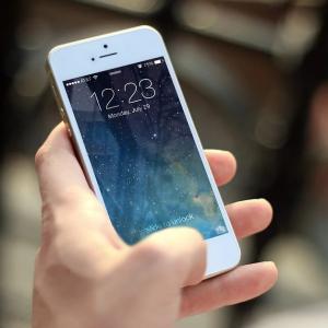 【3月に新iPhone?】iPhone SE2か?iPhone 9か?妻が浮気するのでは・・?