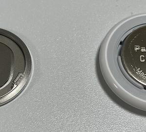 AirTagの電池の交換方法