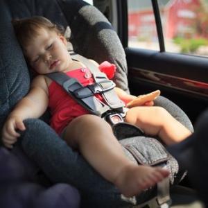 【チャイルドシートの選び方】車に乗せて外出するのが嫌にならない5つのポイント