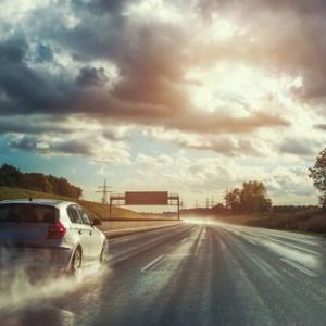 雨の日の運転が怖い!不安で当然?事故率4倍に跳ね上がるリスクを乗り切る対処法