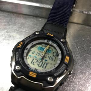 釣り用時計の電池交換は電池が2つでした。