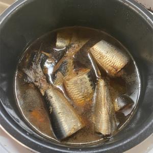 イワシを電気圧力鍋で煮込みました。