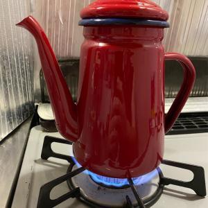 コーヒー用の赤いケトルを購入。