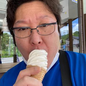 道の駅番屋でそばソフトクリームを食べました。
