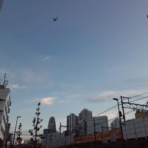 新大久保の空に飛行機と『はっ!』とさせた事