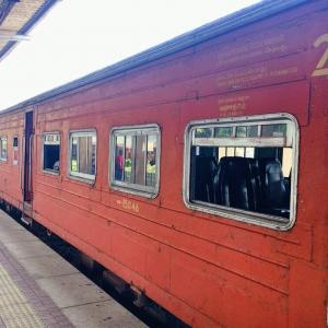 スリランカ❸ゴール〜コロンボ スリランカ鉄道に乗る