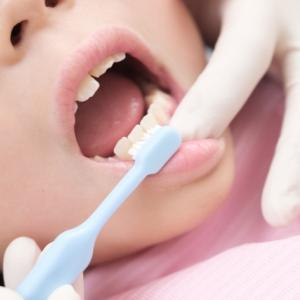 【子供の歯並び】歯科矯正はいつから始めたらいいの?費用はどれくらい?