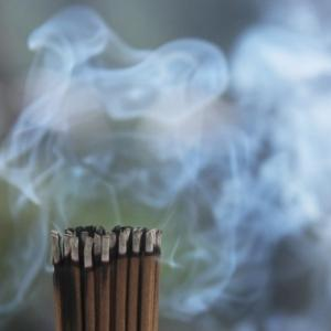 煙はないのになぜか煙の臭いがする「幻臭」に悩まされている