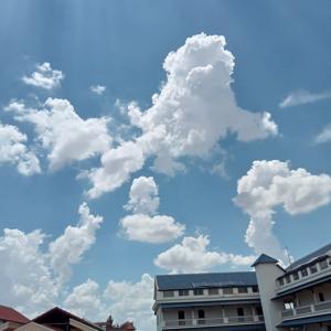 また雲と屋台ご飯。