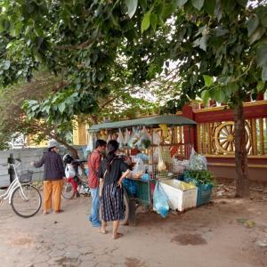 野菜販売とアイスクリーム